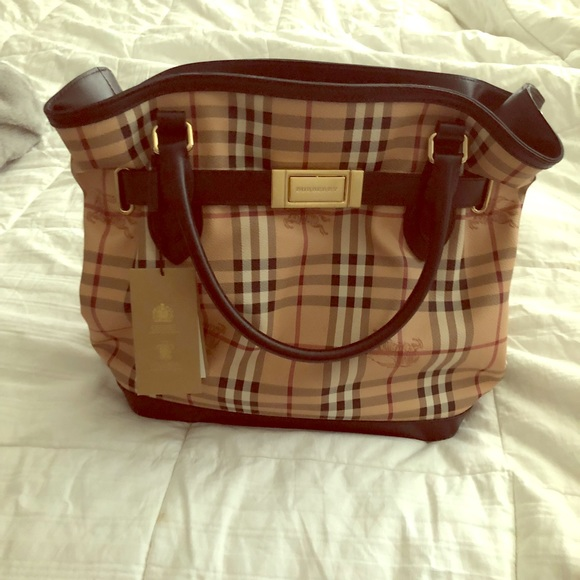 d92593f7024b Brand New Burberry Golderton with Tags